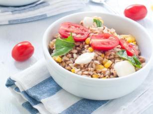 Ječam salata sa kukuruzom i paradajzom