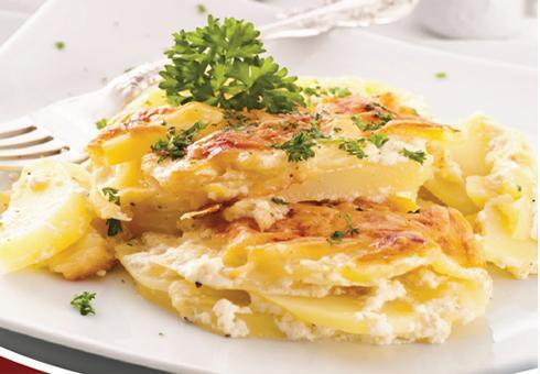 Zapečeni krompir sa kozjim sirom i bijelim lukom